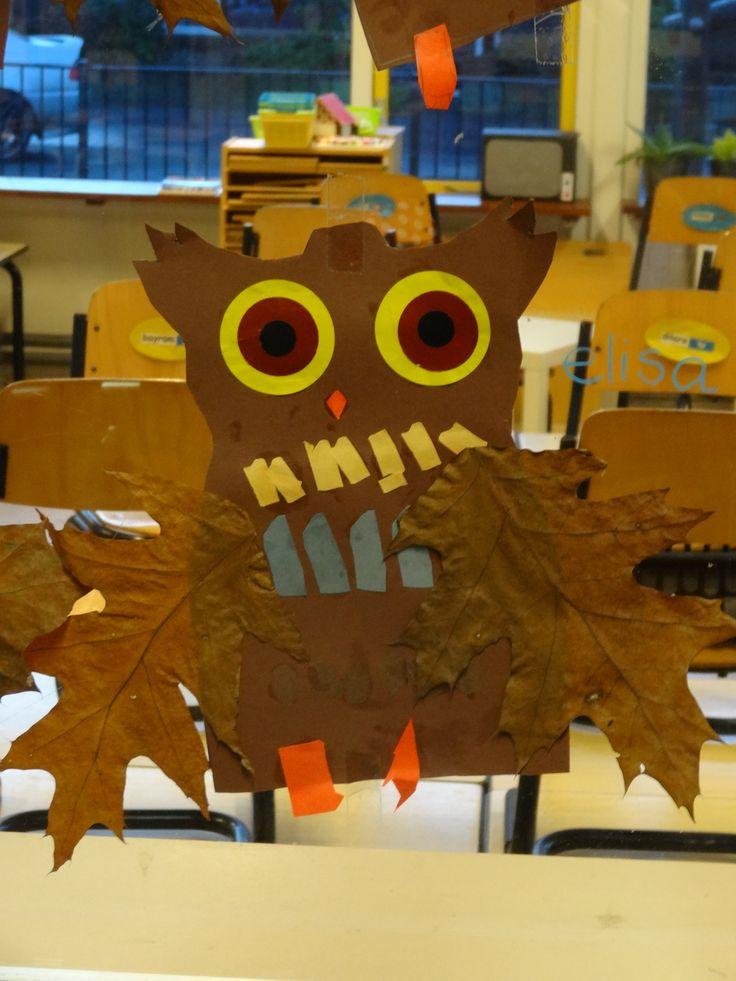 Uiltje knutselen van papier met herfstblad als vleugel - thema herfst - kleuters - juf Ester Klaver