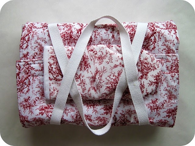 Oven mitts, casserole carrier, and an etched casserole dish - front runner for this year's homemade holiday gifts!