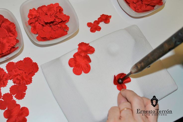Flores de tela hechas a mano en el Atelier de Alta Costura de Ernesto Terrón. www.ernestoterron.com #bride #design #hautecouture #MadeInSpain #dress #flowerdress