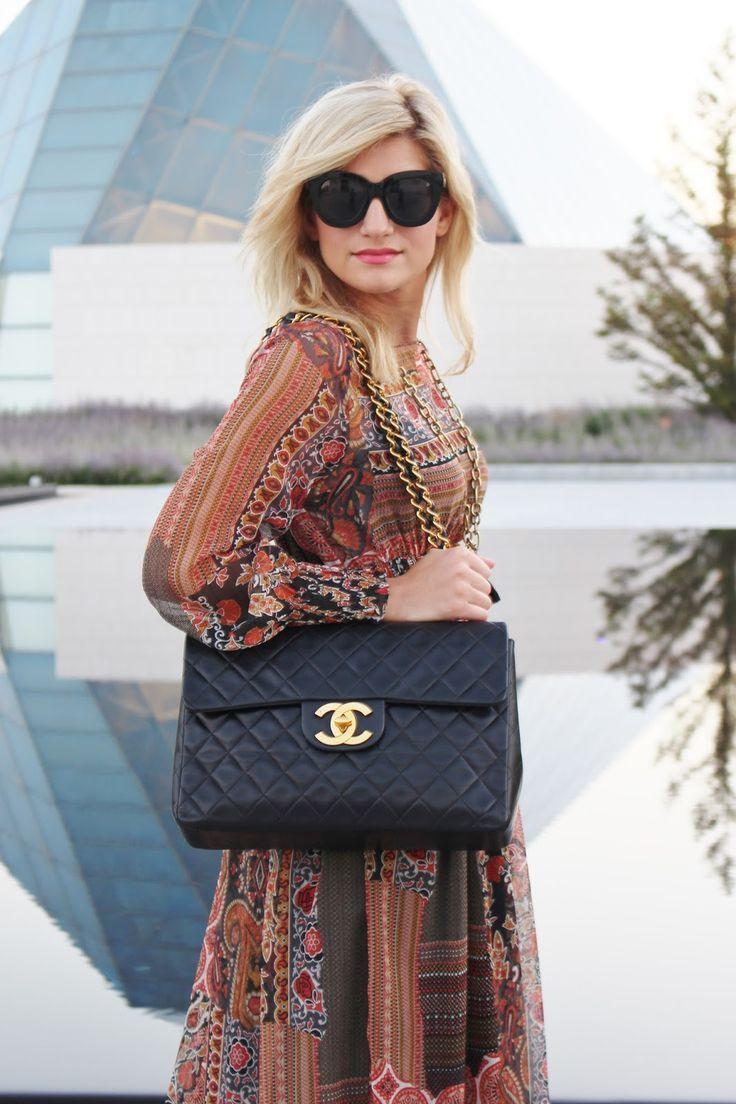 b6539dace114 Boho maxi pattern dress and Chanel Vintage Jumbo flap bag fall look ...