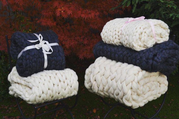 """58 Me gusta, 3 comentarios - Kuranda (@tejidos_kuranda) en Instagram: """"Pieceras y mantitas para este invierno #inviarno2017 #tejidoxl #100lana #maxitejido #wool…"""""""