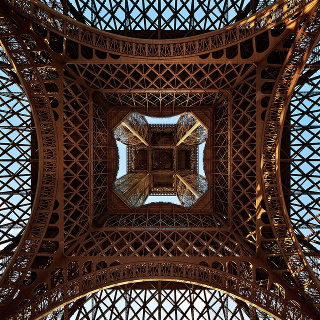 It's all about the photograph - such a perfect shot (of the Eiffel tower if you hadn't already guessed)! by Philipp Klinger