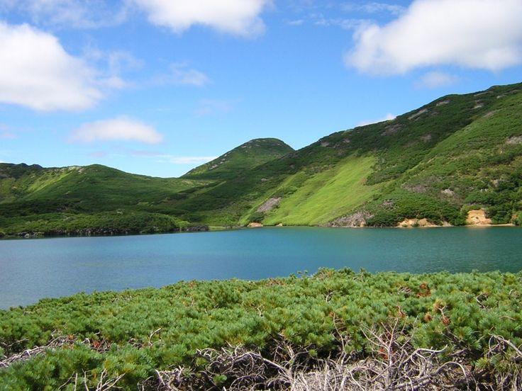 SOUND: https://www.ruspeach.com/en/news/13672/     Остров Итуруп является крупным островом Курильских островов и входит в состав России. Остров состоит из вулканических массивов и горных хребтов. На острове находится множество водопадов, в том числе один из самых высоких водопадов в России известный под названием водопад Илья Муромец. Его высота составляет сто сорок один метр. На острове живут бурые медведи.    The island of Iturup is a large island of the Kuril Islands and i