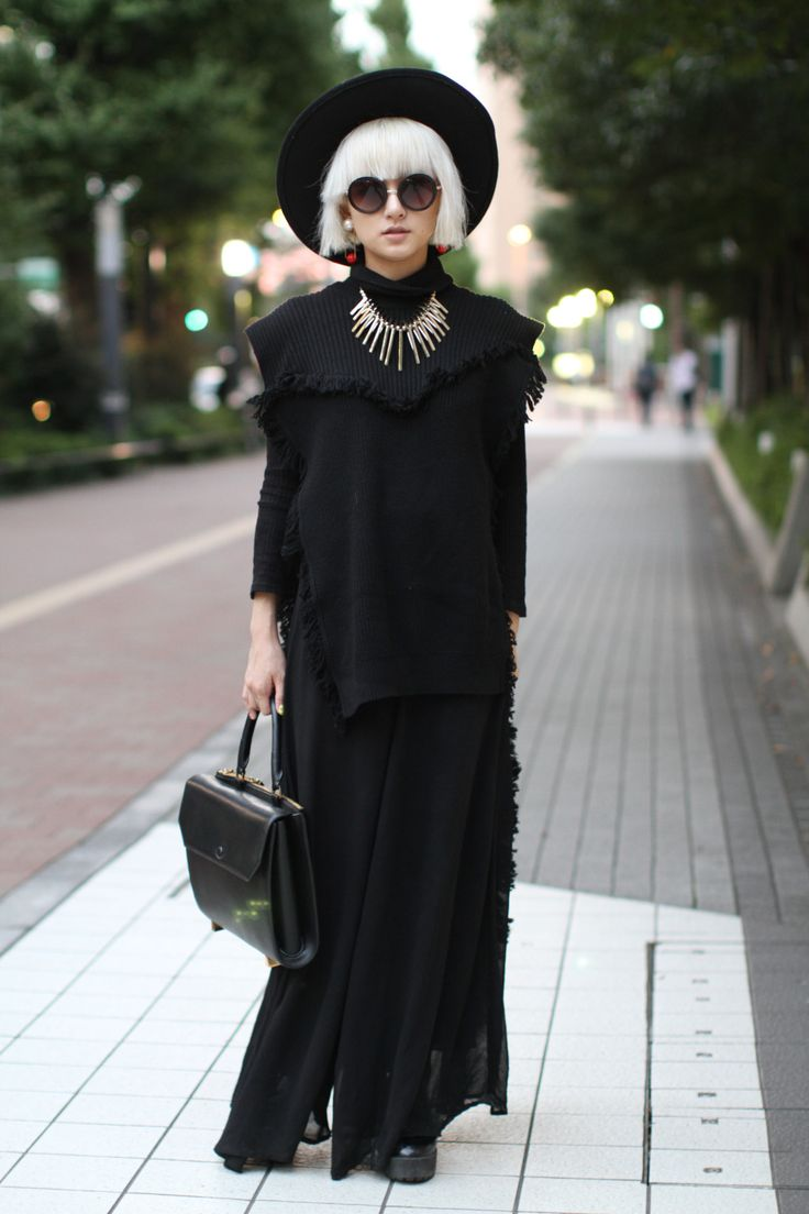 "Tokyo Fashion Week Spring 2016 Street snap shot: current fashion looks that are still strong imitations of historical ""witch"" looks."