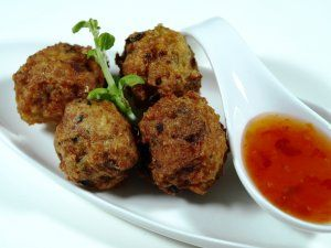 Thailandske fiskeboller med koriander oppskrift -- www.matoppskrift.no