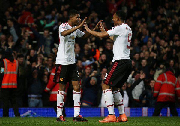 Manchester United melawan Crystal Palace di final Piala FA,yang akan mengenakan kemeja putih,celana pendek hitam dan kaus kaki putih pada 21 Mei di Wembley.