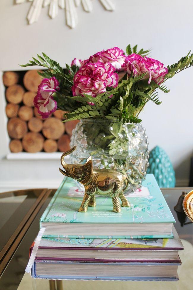 Mises à jour du salon: Nouvelle table d'appoint en laiton et miroir