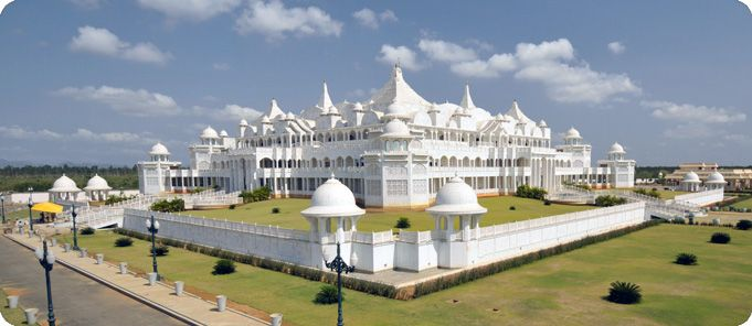 Travel to Oneness University outside of Chennai, India to practice Oneness Meditation where it was founded by Sri Amma and Sri Bhagavan.