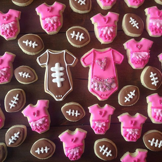 Crumbs by Caitlin - Touchdowns or Tutu's Gender reveal sugar cookies…