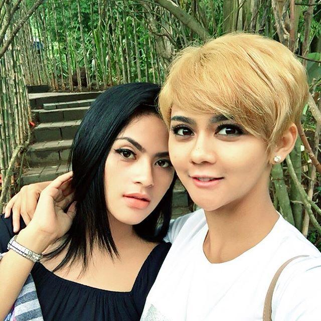 Si rambut hitam & si rambut pirang😁  #sister#blacknwhite#nature#freshair#imahseniman#lembang#bandung