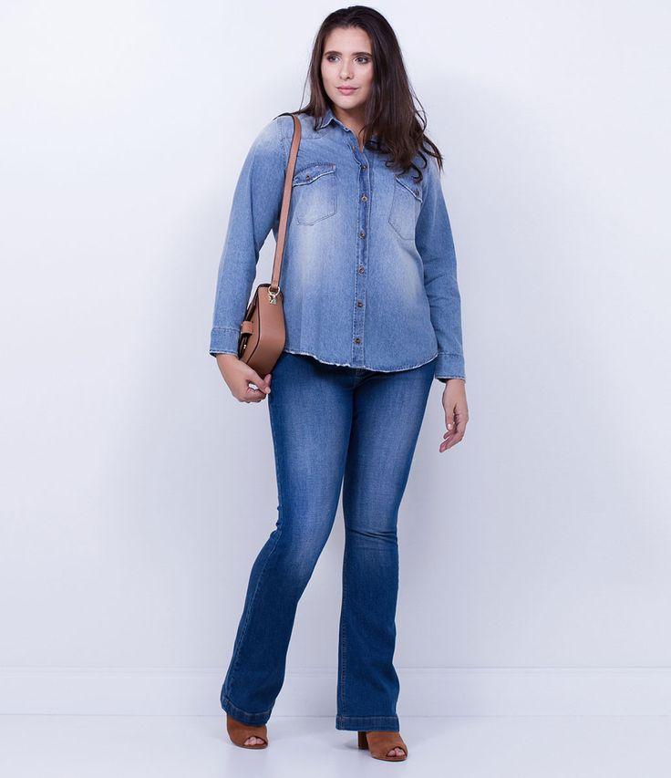 Camisa feminina Curve Size  Manga longa  Com bolsos  Marca: Ashua  Tecido: jeans  Composição: 100% algodão  Modelo veste tamanho: 50     Medidas da Modelo:     Altura: 1,82  Busto: 110,5  Cintura: 92  Quadril: 118      Veja outras opções de   produtos Ashua.      Esta é uma marca de venda exclusiva  ONLINE.     Na Ashua, você encontra peças desenhadas especialmente para valorizar as suas curvas.Cada mulher tem seu estilo, seu corpo e sua forma de se sentir mais bonita. Umas chamam de Plus…