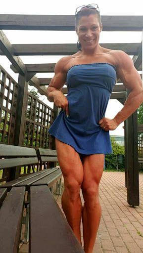 Hai visto cosa c'è qui sotto?Due cosce muscolose e sexy come non ne hai mai viste in vita tua. Scommetto che ti piacciono e vorresti toccarle ed accarezzarle…vero? La sensazione …