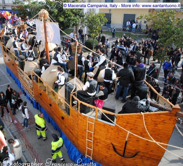 """The ancient tradition of """"Battuglia di Pastellessa"""" in Macerata Campania (Italy). More info: www.santantuono.it"""