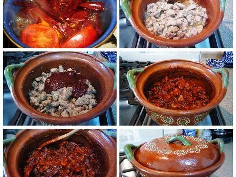 Fabulosa receta para Adobo de puerco . Este plato es típico del noreste de mi país, México, particularmente de Nuevo León. Allá se llama asado de puerco ó asado de boda, porque se sirve en las bodas, en los ranchos. Es delicioso, pruébenlo!