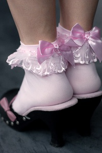 Oooooo, so pretty! Lace ruffle anklets with bow in pink $5 Sock Dreams