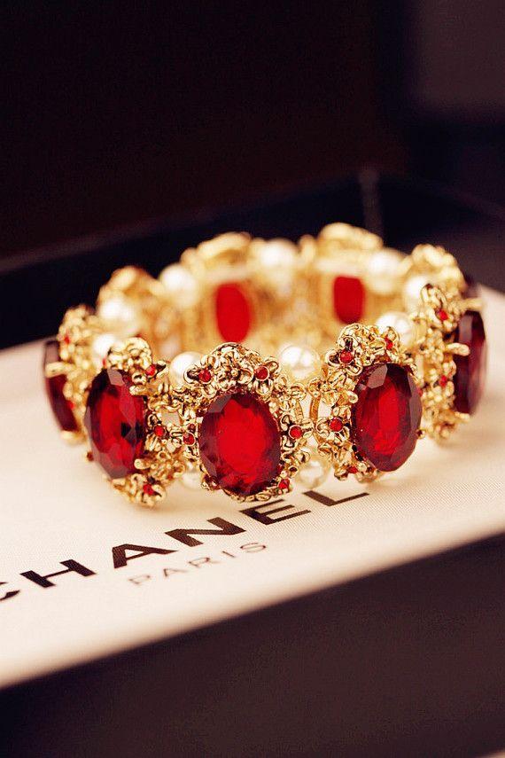 I don't do fashion. I am fashion. - Coco Chanel -