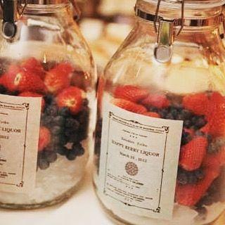 披露宴でやりたい演出の一つ、果実酒作り♡ 結婚式の後も残るものがやりたくて、とある方のpostを見たときに「これだー❗️❗️」と思ったもの✨ 私も旦那さんもお酒好きなのでぴったり(*^^*) 中身はベリー系か柑橘系にしたいな ※画像はお借りしました #プレ花嫁 #2016秋婚 #披露宴 #演出 #果実酒作り #テーブルラウンド #結婚式準備