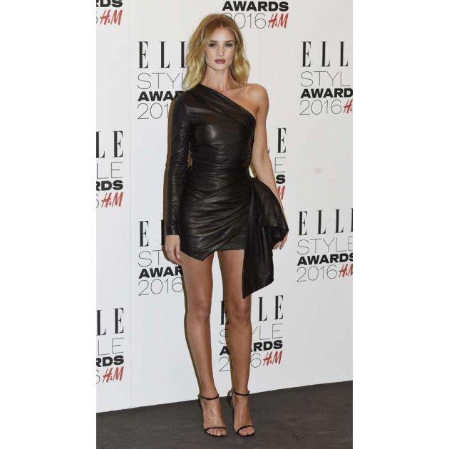 Τι φόρεσαν οι σταρ στα Elle Style Awards; - Tlife.gr