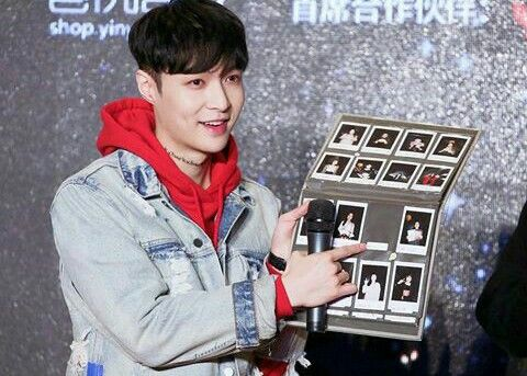 So sad, he is not at that pict of EXO's member