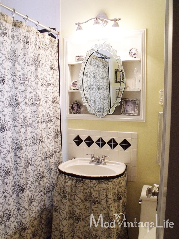 Small bathroom decorating ideas pinterest for Bathroom decor ideas pinterest
