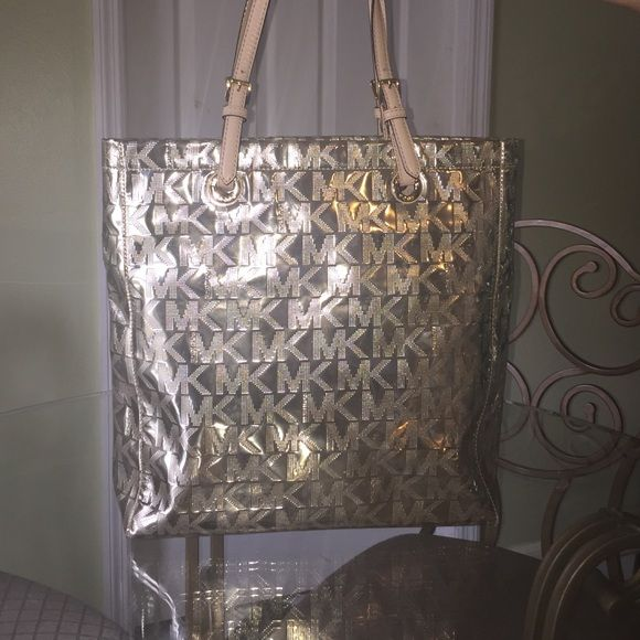 Michael kors handbag ! Brand new in excellent condition just a tiny stain on the inside not even noticeable! MICHAEL Michael Kors Bags Shoulder Bags