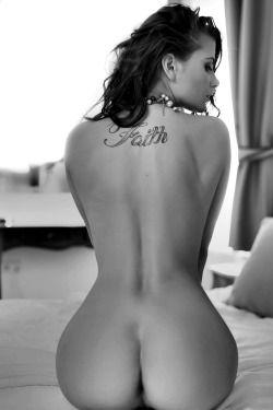 glamsexydark:  Curves. Amazing pics @ http://glamsexydark.tumblr.com