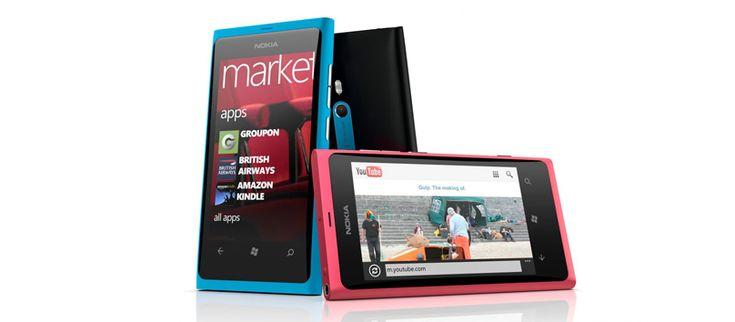 El celular Lumia 800 de Nokia cuenta con plataforma Windows Phone 7.5, su diseño es innovador y la pantalla ofrece buena calidad de imagen.