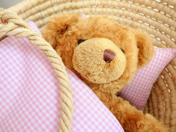 Poupée : Couette et Coussin vichy rose et blanc pour des poupée, ourson ou joli poupon qui vont faire de beaux rêves avec Tante Cath.