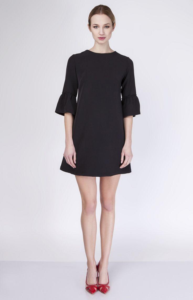 Coquette+petite+robe+trapèze+à+manches+volantées.