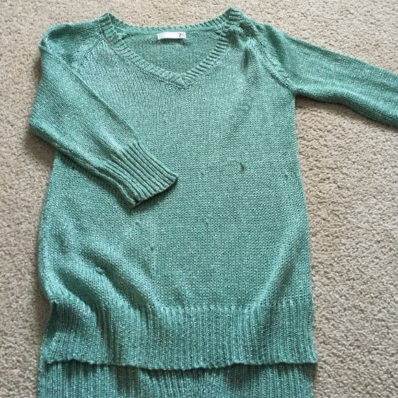 Mint julep boutique sweater Only worn twice. Beautiful sweater. 3/4 length sleeves. Has a few snags on the front. Comes from clean, smoke/pet free home. Back is a tad longer than front. Goes great with leggings or jeans! Mint julep boutique Sweaters V-Necks