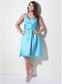 A-Line/Princess V-neck Knee-Length Satin Bridesmaid Dresses With Ruffle (007000941)