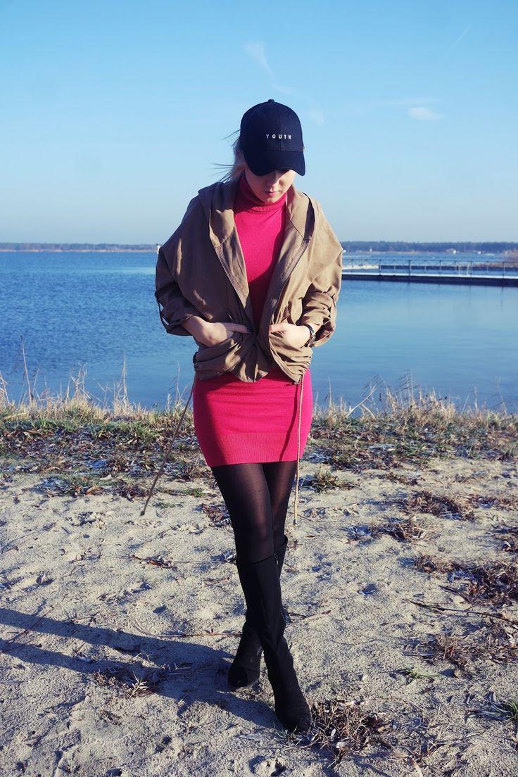 mowmimoniska: Baseball cap #fetishpantyhose #pantyhosefetish #legs #heels #blogger #stiletto #pantyhose #black