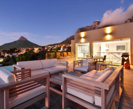 Vivid Camps Bay is a relaxing fully furnished duplex penthouse