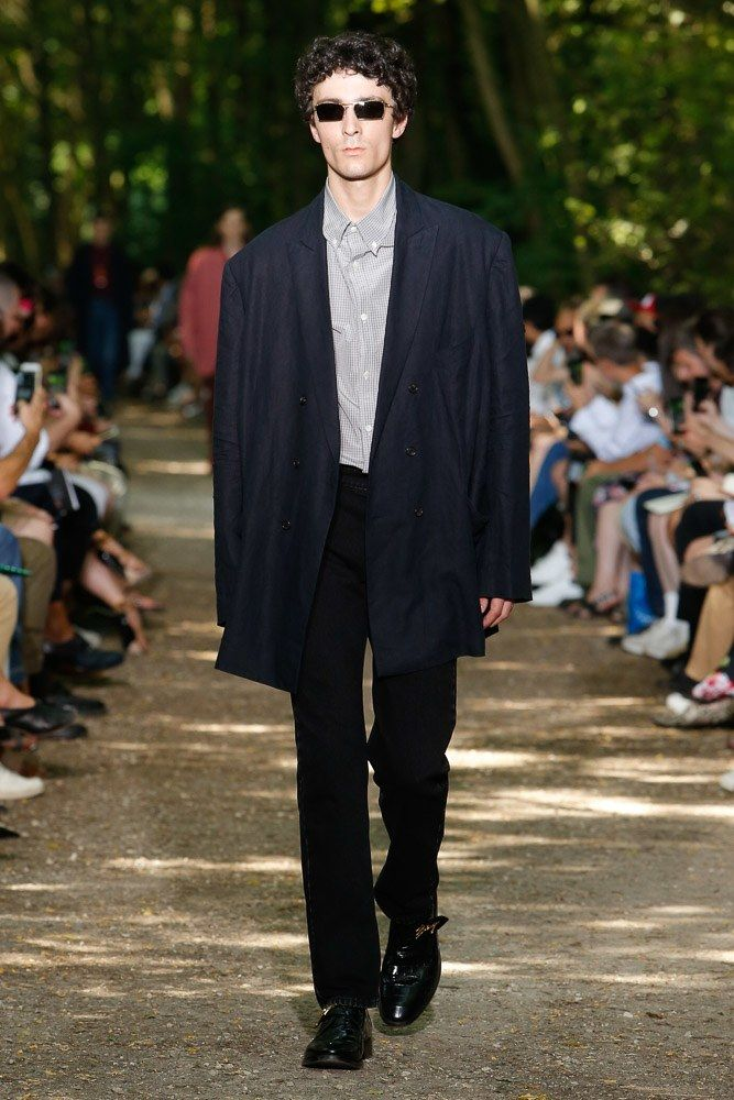 Balenciaga Spring 2018 Menswear Collection Photos - Vogue