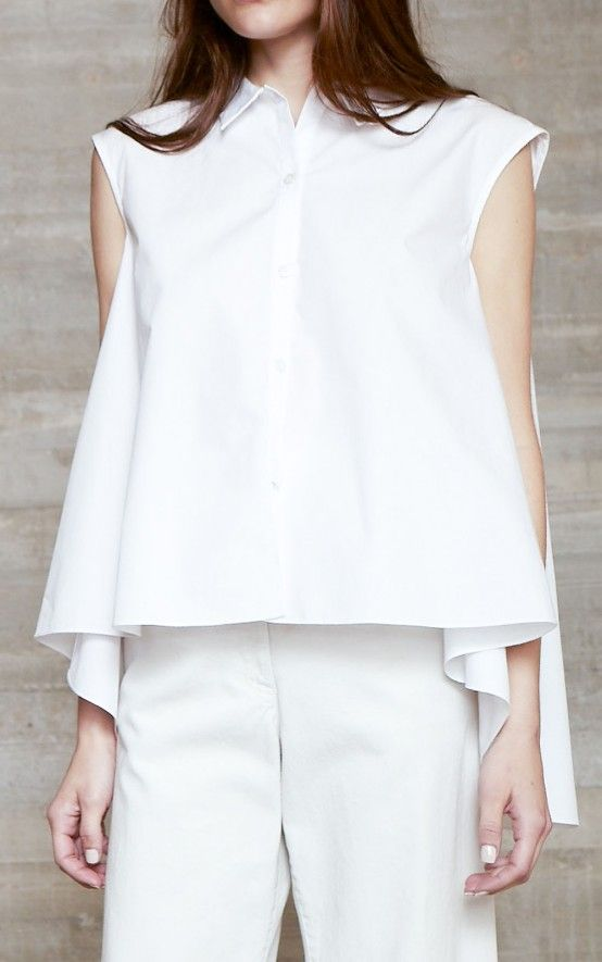 An update on one of our classics, button front poise top with a pointed collar in a crisp cotton poplin with a wide, easy sweep. Back is slightly longer than the front. Hits at the hip. #rachelcomey
