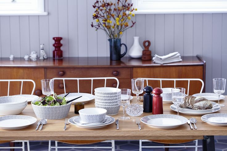 How beautiful does the table look set up with the Royal Doulton ceramic set?