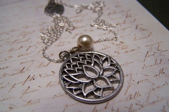 Beautiful necklace with a pearl and a lotus pendant.