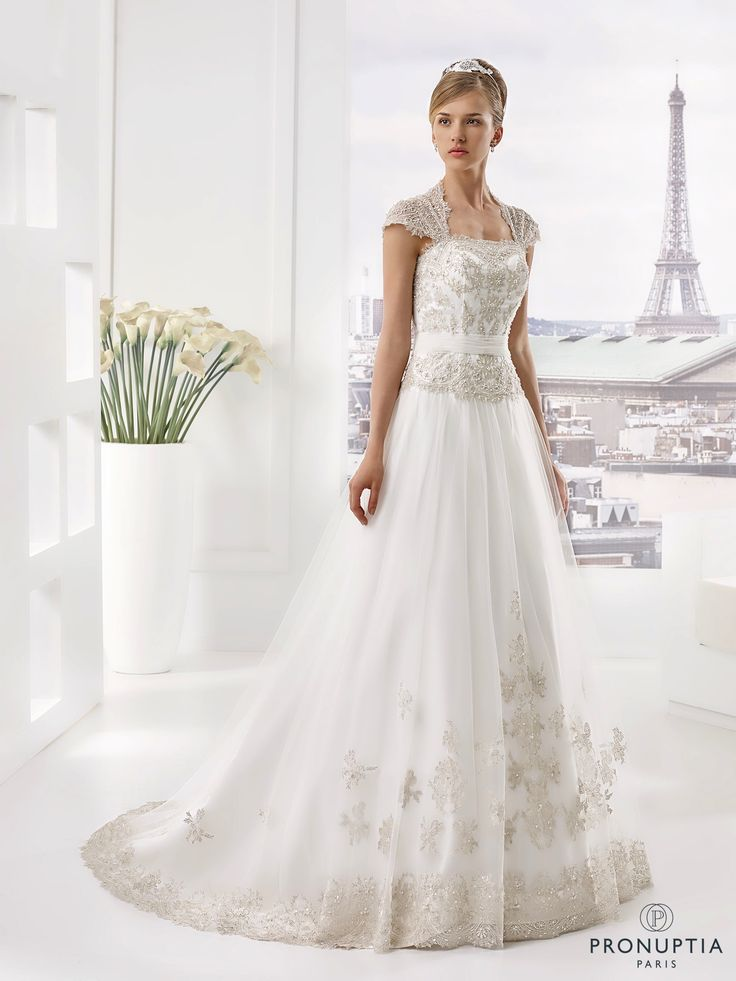 Acajou, collection de robes de mariée - Pronuptia