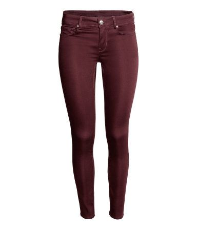 Dark red. 5-pocket, low-rise jeans in washed superstretch denim with skinny legs.