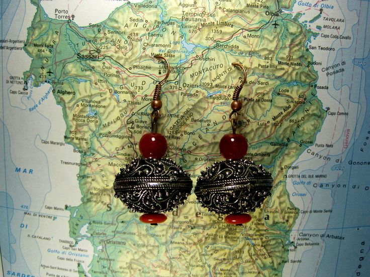 Orecchini pendenti in metallo con perline di L'atlante dei Bottoni Bijoux su DaWanda.com