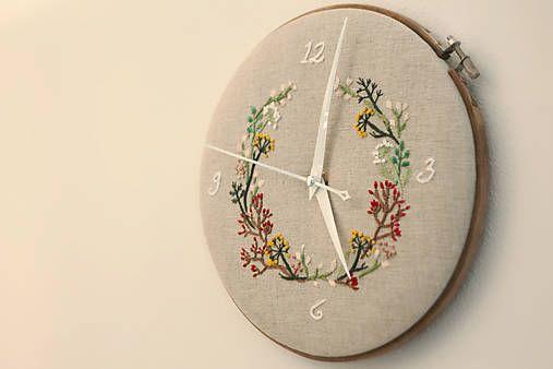 Framegroup / Mishelle, ručne vyšívané nástenné hodiny
