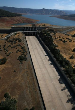 Oroville Dam - California drought drains lakes - Pictures - CBS News