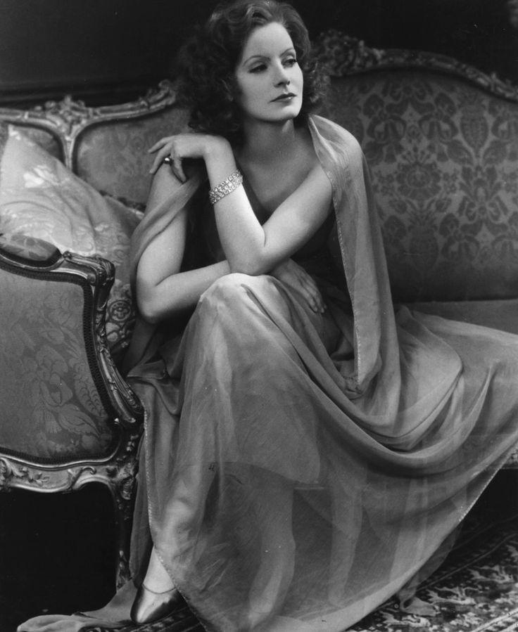 Greta Garbo the professional name of Greta Lovisa Gustafsson, the film actress.  (Photo by Hulton Archive/Getty Images)
