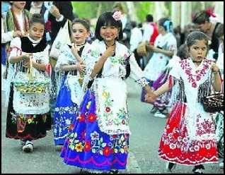 traje de huertana. I used to wear this every Spring for Bando la Huerta in Murcia!