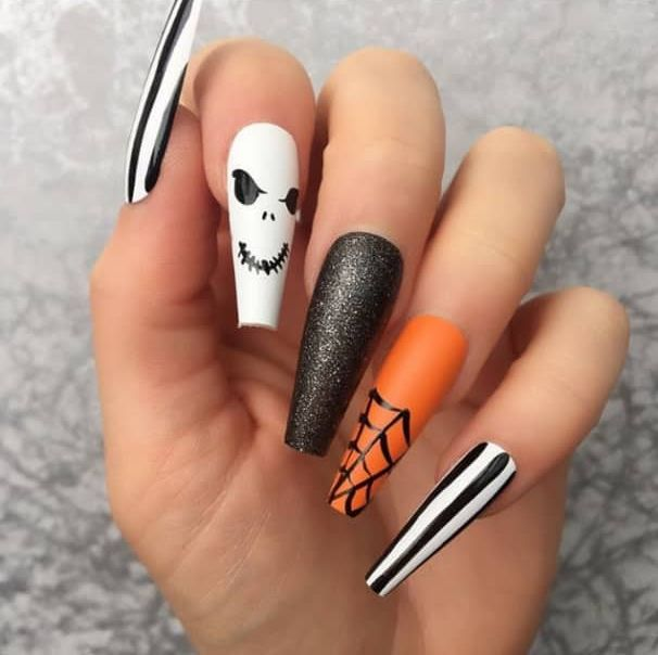 17 Easy Halloween Nail Art Ideas The Glossychic Halloween Acrylic Nails Halloween Nail Designs Halloween Nails Easy