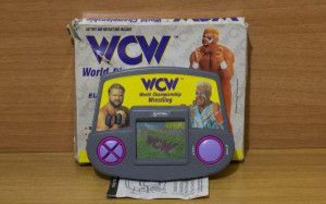 Wrestling, lo sport spettacolo World Championship wrestling è il gioco elettronico di Systema del 1991. #handheldgame