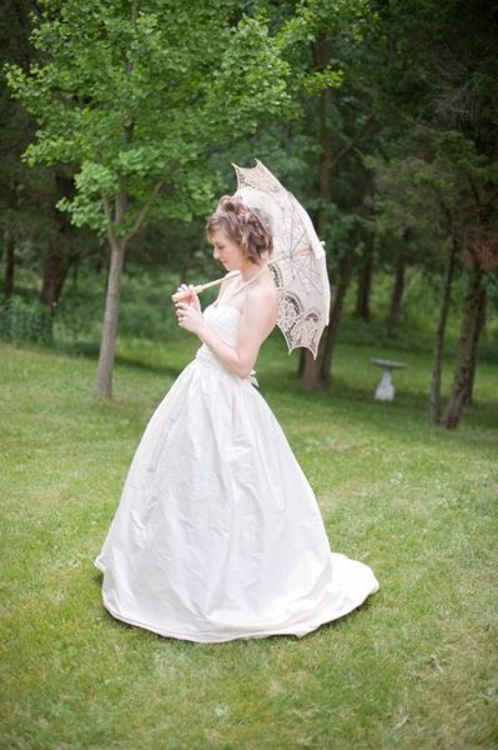 Bride and lace parasol wedding photo | fabmood.com #farmwedding #rusticwedding #weddingideas #weddinginspiration #rustic