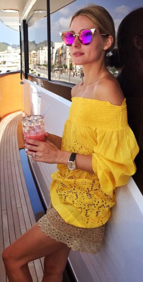 Love that yellow top! I need to start wearing my yellow lace coat!