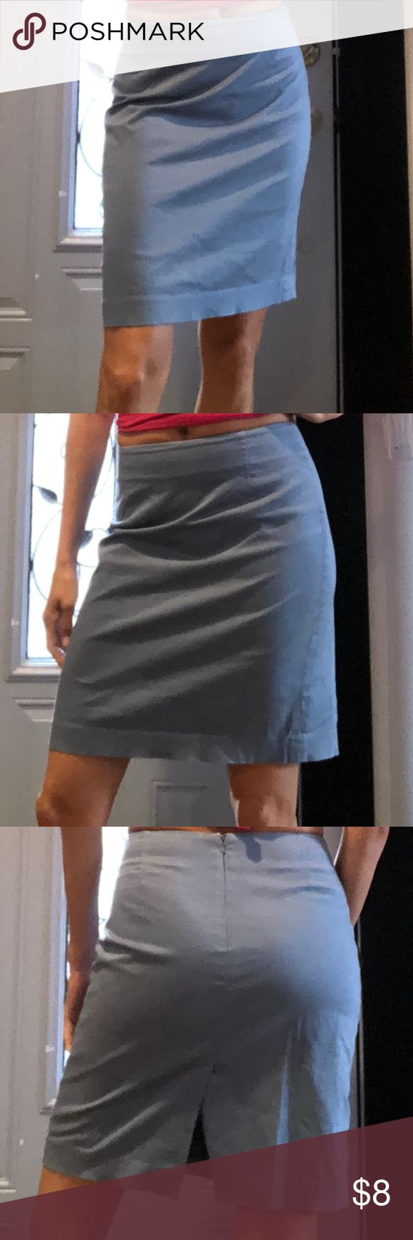 GUC GAP Stretch skirt GUC Gap Stretch skirt zipper back 98% cotton 2% Lycra Spandex 100% polyester lining Made in India Always dry cleaned comes from smoke & pet free home Gap Skirts Pencil