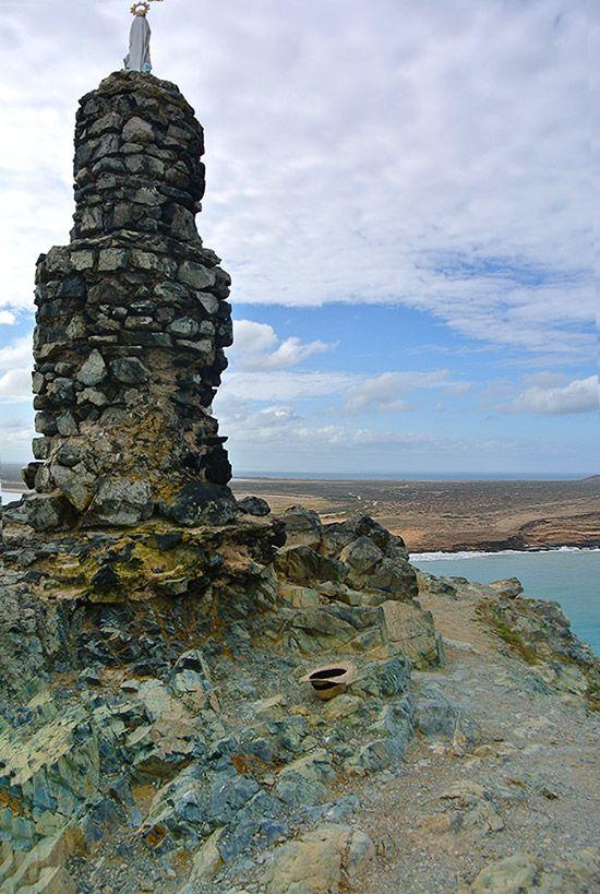 stone sculpture in la guajira / colombia Amazing ! www.magictourcolombia.com